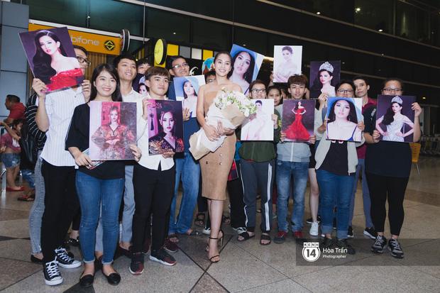 Hội chị em Hoa hậu và người hâm mộ bất chấp đêm khuya đón Tiểu Vy trở về từ Miss World  - Ảnh 13.