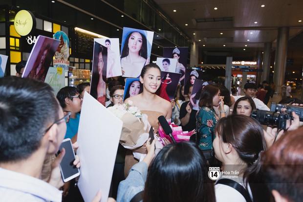 Hội chị em Hoa hậu và người hâm mộ bất chấp đêm khuya đón Tiểu Vy trở về từ Miss World  - Ảnh 10.