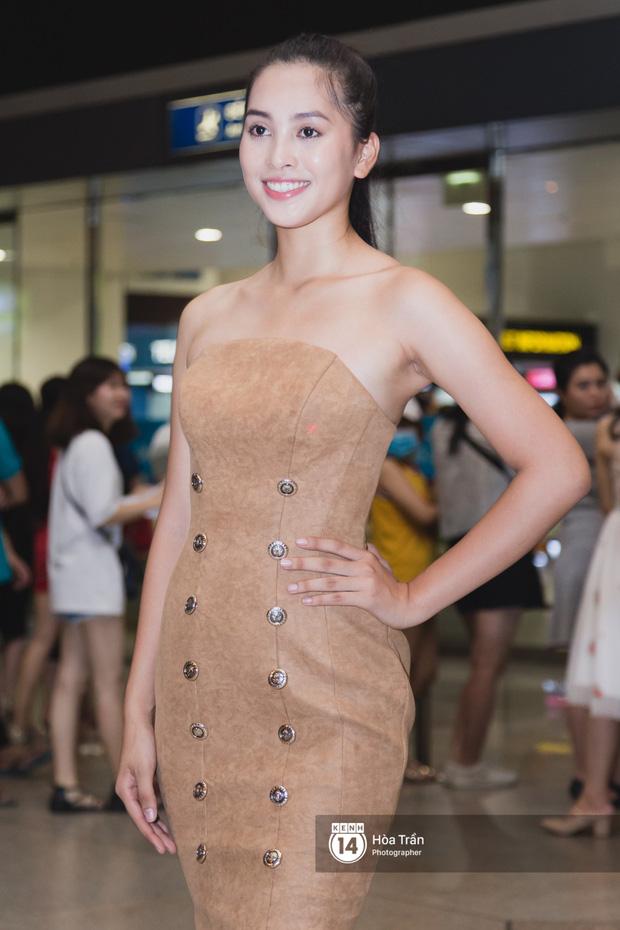 Trần Tiểu Vy trở về từ Miss World: Đỗ Mỹ Linh và Phương Nga đi đón  - Ảnh 1.