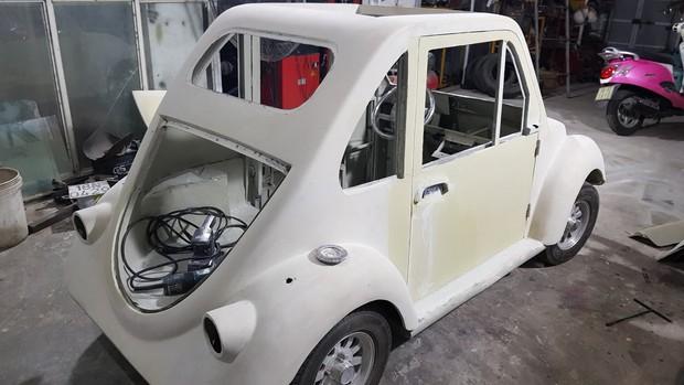 Học sinh lớp 11 Nam Định tự tay chế tạo ô tô điện sạc bằng năng lượng mặt trời: Xe lội nước thoải mái, ai cũng lái được! - Ảnh 9.