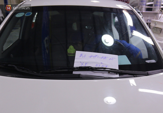 Hàng nghìn ô tô, xe máy bị đuối nước ở Đà Nẵng xếp hàng dài chờ cấp cứu - Ảnh 4.