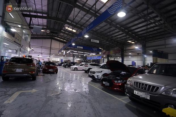 Hàng nghìn ô tô, xe máy bị đuối nước ở Đà Nẵng xếp hàng dài chờ cấp cứu - Ảnh 3.