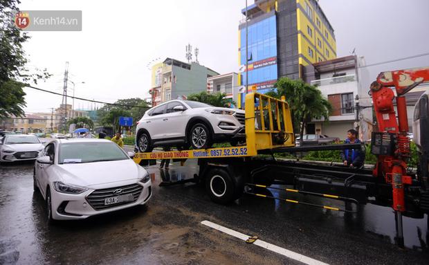 Hàng nghìn ô tô, xe máy bị đuối nước ở Đà Nẵng xếp hàng dài chờ cấp cứu - Ảnh 2.