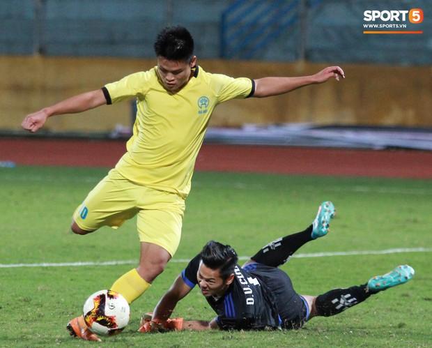 Giành chức vô địch thứ 2 liên tiếp, trung vệ U23 Việt Nam nhớ ơn thầy Park Hang-seo - Ảnh 2.