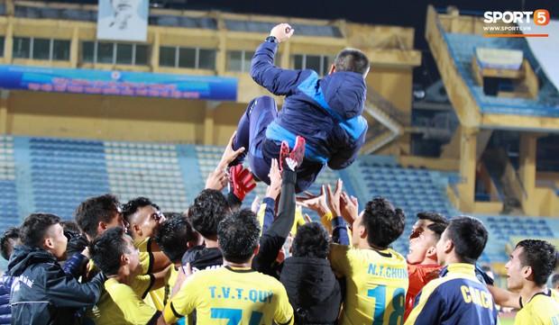 Giành chức vô địch thứ 2 liên tiếp, trung vệ U23 Việt Nam nhớ ơn thầy Park Hang-seo - Ảnh 6.