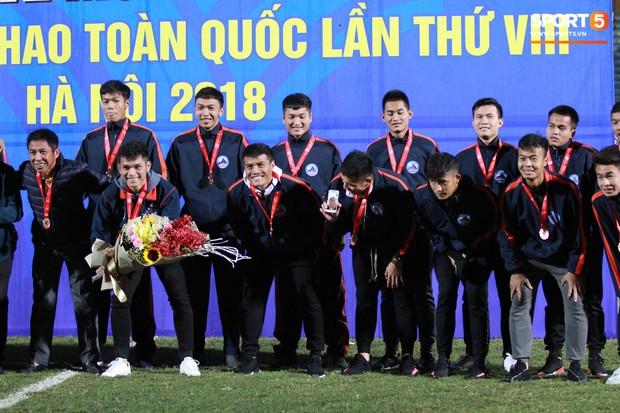 Giành chức vô địch thứ 2 liên tiếp, trung vệ U23 Việt Nam nhớ ơn thầy Park Hang-seo - Ảnh 7.