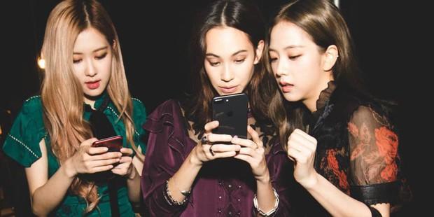 Đăng ảnh thân thiết với bạn gái cũ của G-Dragon, Jisoo và Rosé của Black Pink bị netizen Hàn cảnh báo hãy tránh xa ex của anh Long ngay! - Ảnh 4.