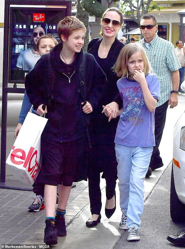 Angelina Jolie khoe 3 con ruột ngày càng cao lớn, thừa hưởng nét đẹp của cả bố lẫn mẹ - Ảnh 4.