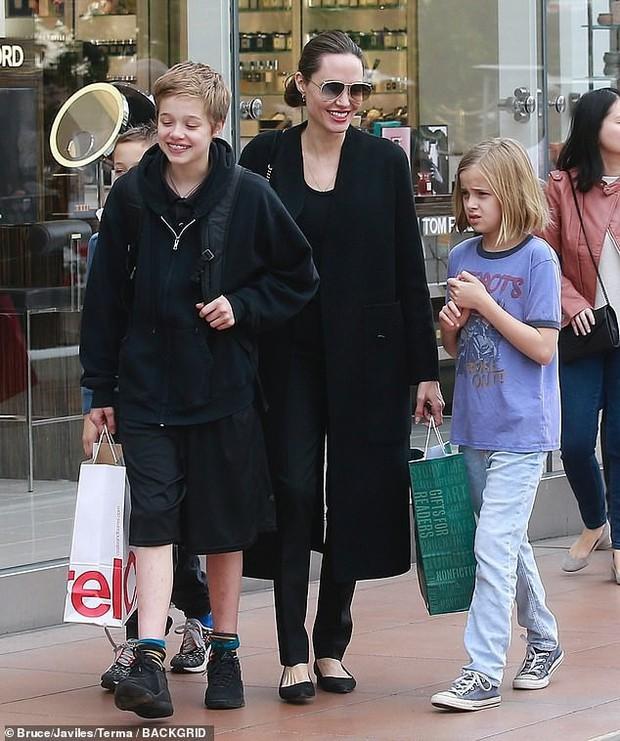 Angelina Jolie khoe 3 con ruột ngày càng cao lớn, thừa hưởng nét đẹp của cả bố lẫn mẹ - Ảnh 6.