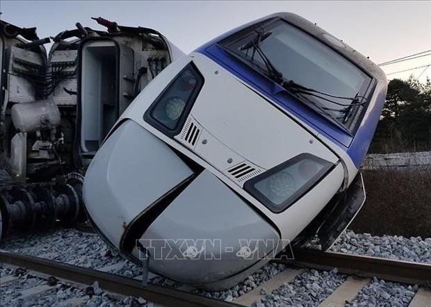 Hàn Quốc kiểm tra độ an toàn của dịch vụ đường sắt sau vụ tai nạn tàu cao tốc - Ảnh 2.