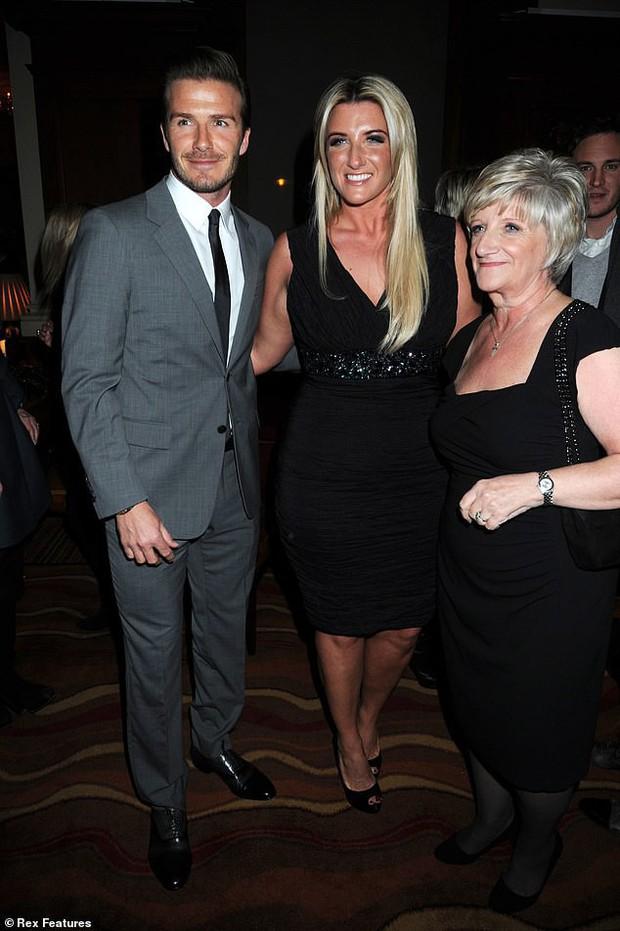 David Beckham làm triệu trái tim tan chảy với ảnh bồng bế cháu gái nhỏ cực dễ thương - Ảnh 2.