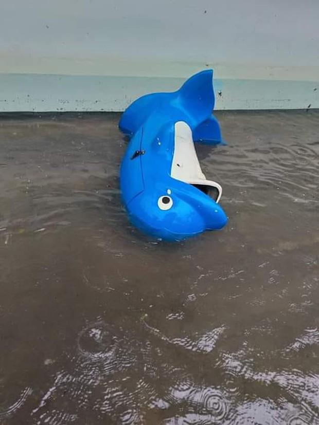 Thiệt hại mưa bão nặng nề tại miền Trung: Hàng loạt trường học chìm trong biển nước, hồ sơ bài thi hư hỏng không khôi phục được - Ảnh 3.