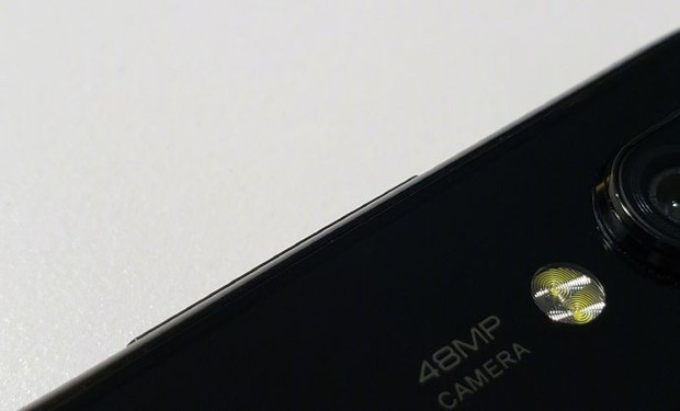 Hôm trước vừa có smartphone 16 camera, hôm nay lại thấy smartphone 48 chấm show hàng - Ảnh 2.