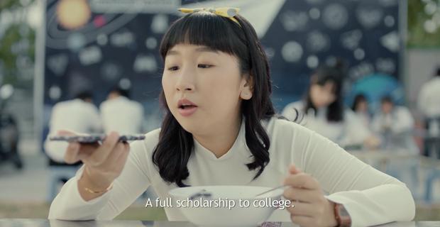 Cười mệt khi xem Trang Hý cháy tóc - Kaity Nguyễn cháy đầm trong trailer chính thức của Hồn Papa, Da Con Gái - Ảnh 1.