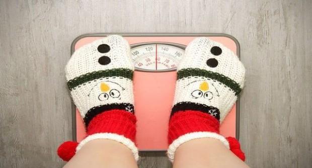 Đây là thói quen cực dễ tăng cân mà rất nhiều người đang mắc vào mùa đông - Ảnh 2.