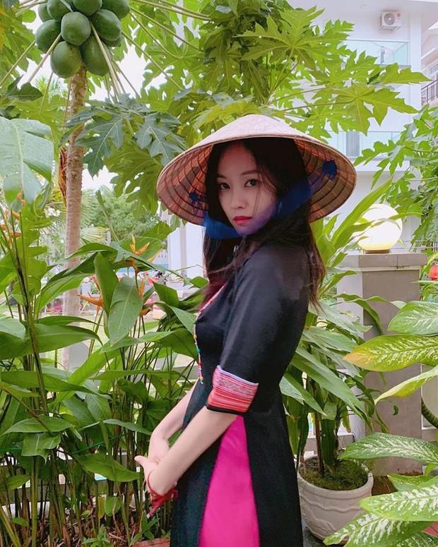Fangirl xịn từ showbiz Hàn: Hyomin (T-ara) đăng ảnh cổ vũ Việt Nam và Park Hang Seo sau đêm chung kết AFF - Ảnh 2.