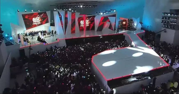 Sân khấu mở màn MAMA 2018 tại Hàn Quốc bị đánh giá còn thua xa show ca nhạc hàng tuần - Ảnh 1.