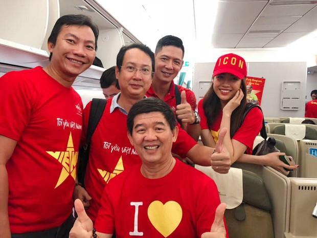 Á hậu Lệ Hằng, Bình Minh mặc áo cờ đỏ sao vàng, cùng lên đường đến Malaysia cổ vũ đội tuyển Việt Nam - Ảnh 3.