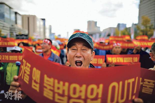 Hàn Quốc: Tài xế taxi truyền thống tự thiêu để phản đối dịch vụ đi chung xe của Kakao - Ảnh 2.