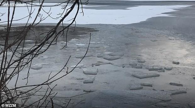 Bà mẹ 3 con chết đuối dưới hồ băng khi cố giải cứu chú chó cưng, cư dân mạng hỏi Có đáng không? - Ảnh 2.