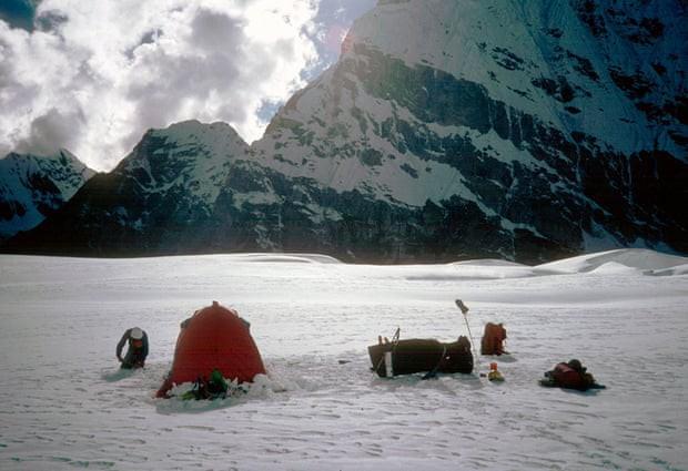 Phát hiện thi thể 2 nhà leo núi mất tích trên dãy Himalaya sau 30 năm, chấm dứt nỗi ám ảnh của người sống sót - Ảnh 3.