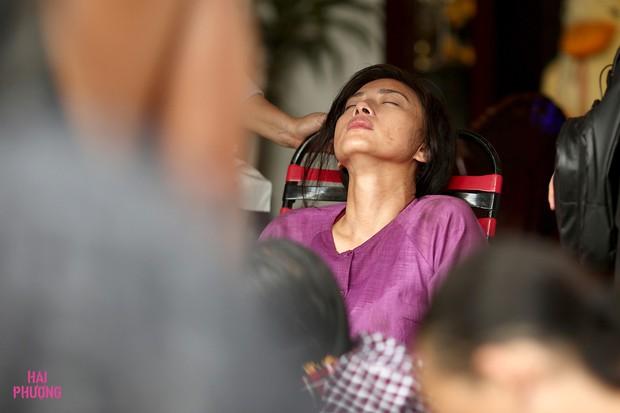 Clip: Hai Phượng Ngô Thanh Vân cắn răng cắn lợi khi gặp chấn thương nghiêm trọng - Ảnh 4.