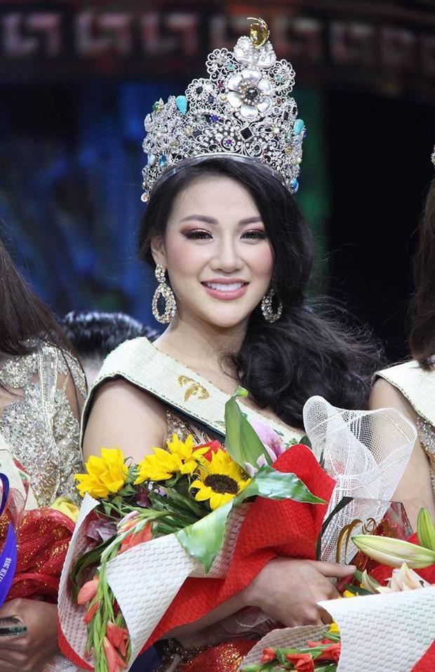 Thêm bằng chứng tố Phương Khánh mua giải Miss Earth 2018, thẩm mỹ và hẹn hò bác sĩ Chiêm Quốc Thái? - Ảnh 1.