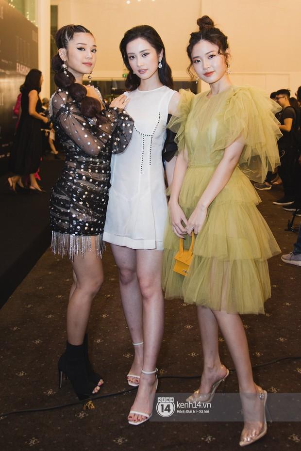 Hiếm hoi lắm mới thấy Mỹ Tâm lên đồ gắt thế này, Jolie Nguyễn phô trương với váy xẻ cao hết cả phần thiên hạ - Ảnh 8.