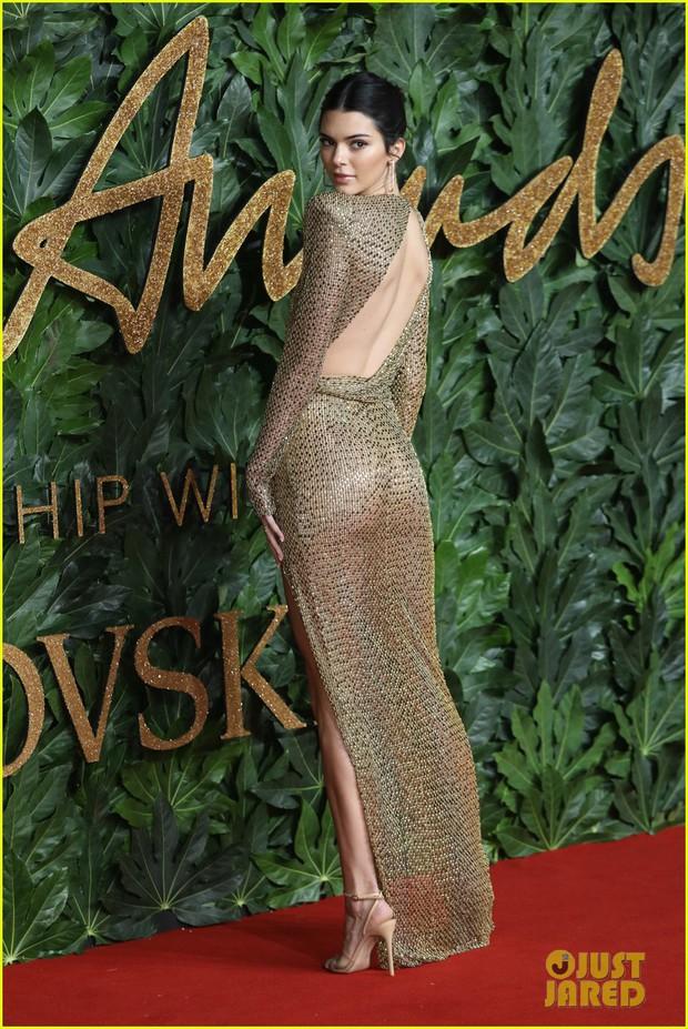 Kendall Jenner khoe vóc dáng đẹp khó cưỡng, táo bạo thả rông trên thảm đỏ - Ảnh 3.