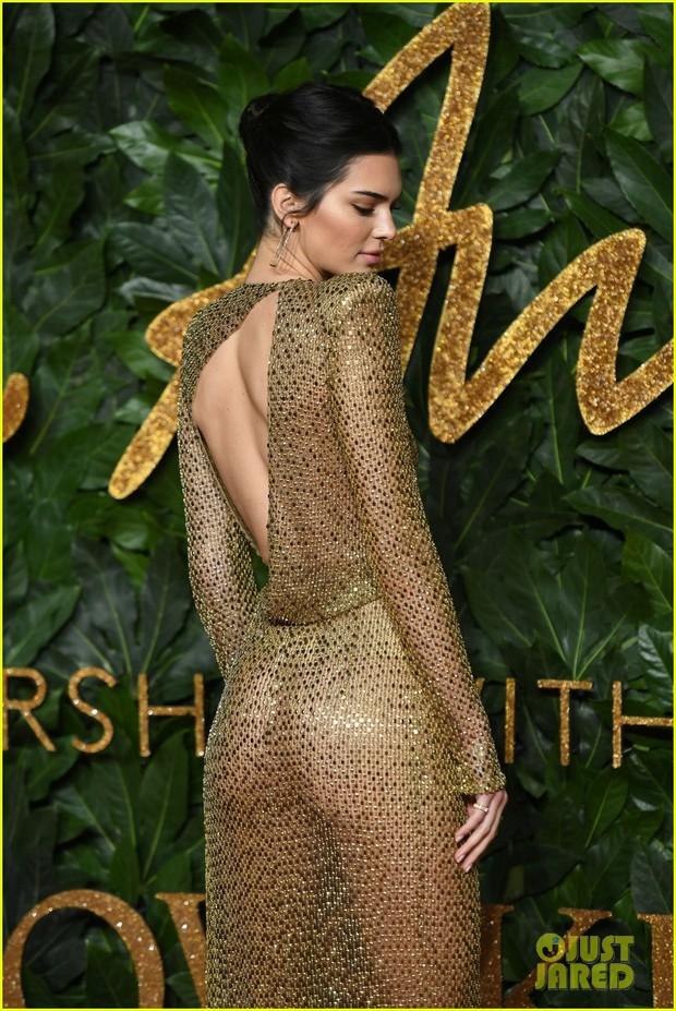 Kendall Jenner khoe vóc dáng đẹp khó cưỡng, táo bạo thả rông trên thảm đỏ - Ảnh 5.