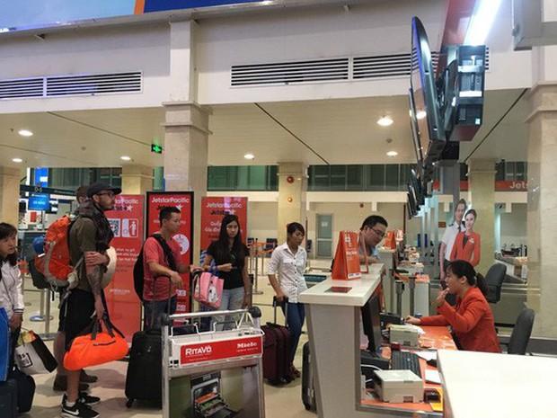 Khách đi máy bay tá hỏa khi bị phạt vì mang quá 7kg hành lý xách tay - Ảnh 1.