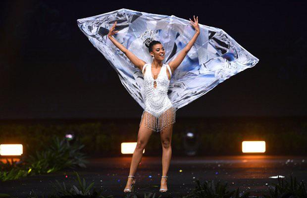 Xem dàn thí sinh Miss Universe 2018 trình diễn trang phục dân tộc mà dân tình cứ ngỡ như coi Victorias Secret! - Ảnh 8.