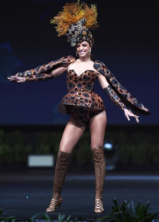 Xem dàn thí sinh Miss Universe 2018 trình diễn trang phục dân tộc mà dân tình cứ ngỡ như coi Victorias Secret! - Ảnh 9.