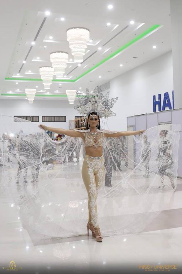 Xem dàn thí sinh Miss Universe 2018 trình diễn trang phục dân tộc mà dân tình cứ ngỡ như coi Victorias Secret! - Ảnh 13.