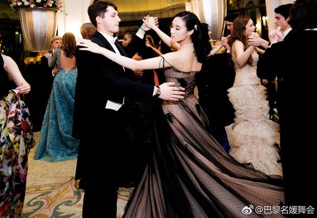Những thiên kim tiểu thư nhà tài phiệt Trung Quốc gây sốt trong lễ hội dành cho giới thượng lưu tại Pháp - Ảnh 5.