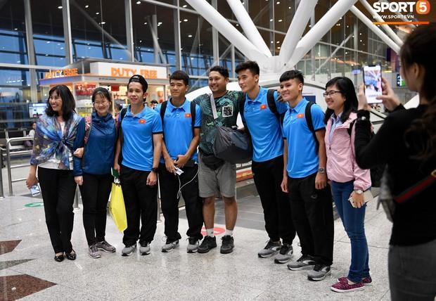 Đội tuyển Việt Nam được tặng món quà đặc biệt trước khi về nước - Ảnh 9.