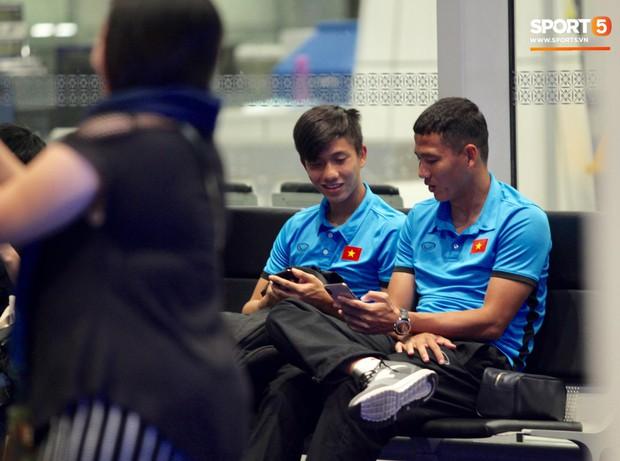 Đội tuyển Việt Nam được tặng món quà đặc biệt trước khi về nước - Ảnh 7.