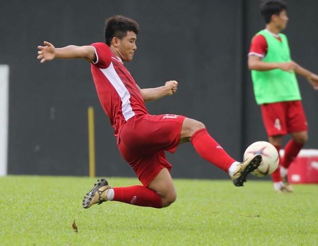Hà Đức Chinh tập dứt điểm và đá đối kháng sau trận Việt Nam Malaysia - Ảnh 2.