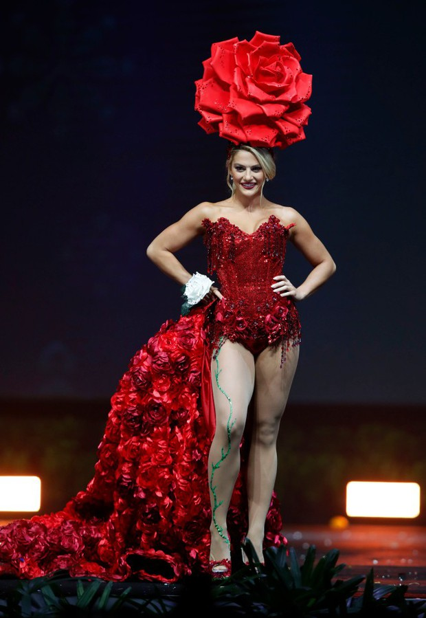 Báo Mỹ chỉ đích danh bộ Bánh mì của HHen Niê là một trong những trang phục dị nhất Miss Universe 2018 - Ảnh 6.
