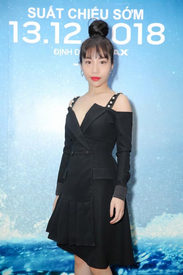"""Minh Tú diện vest đen cùng áo xuyên thấu gợi cảm trong buổi ra mắt phim """"Aquaman"""" - Ảnh 6."""