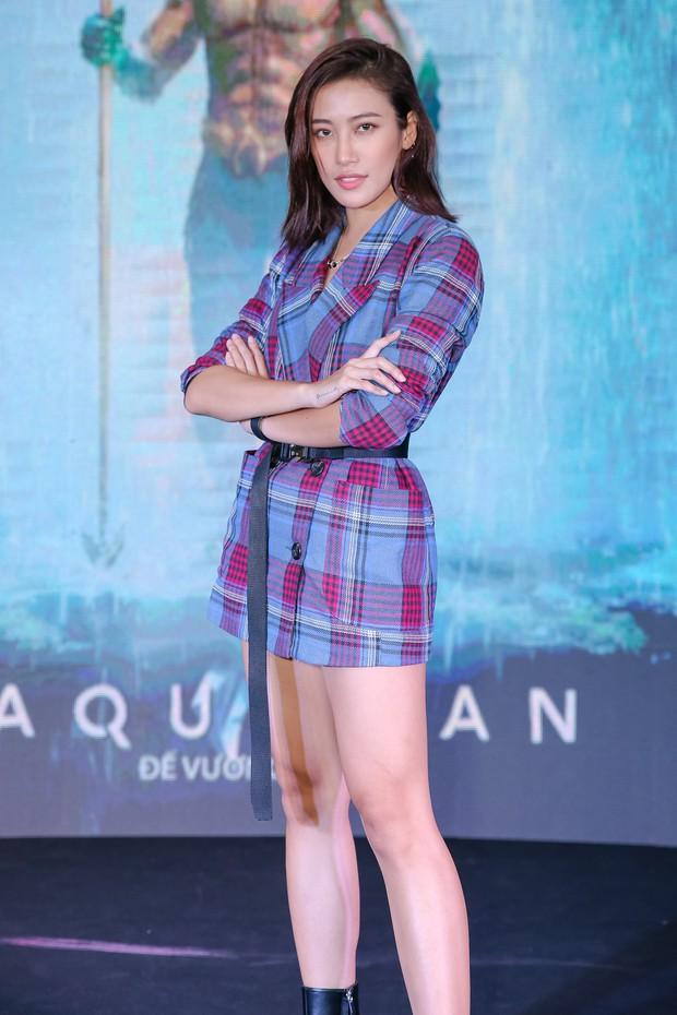 """Minh Tú diện vest đen cùng áo xuyên thấu gợi cảm trong buổi ra mắt phim """"Aquaman"""" - Ảnh 9."""