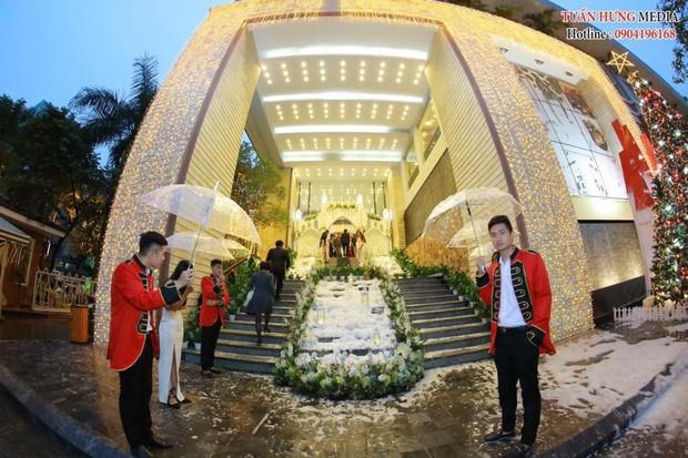 Xôn xao siêu đám cưới 4,6 tỷ ở Hải Phòng: Chú rể cưỡi bạch mã siêu xe Maybach trị giá triệu đô đón cô dâu đến hôn trường lãng mạn như truyện cổ tích - Ảnh 5.