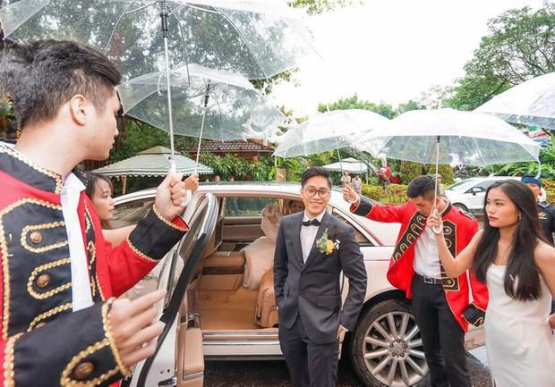 Xôn xao siêu đám cưới 4,6 tỷ ở Hải Phòng: Chú rể cưỡi bạch mã siêu xe Maybach trị giá triệu đô đón cô dâu đến hôn trường lãng mạn như truyện cổ tích - Ảnh 7.