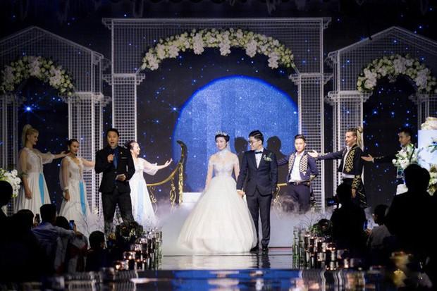 Xôn xao siêu đám cưới 4,6 tỷ ở Hải Phòng: Chú rể cưỡi bạch mã siêu xe Maybach trị giá triệu đô đón cô dâu đến hôn trường lãng mạn như truyện cổ tích - Ảnh 12.