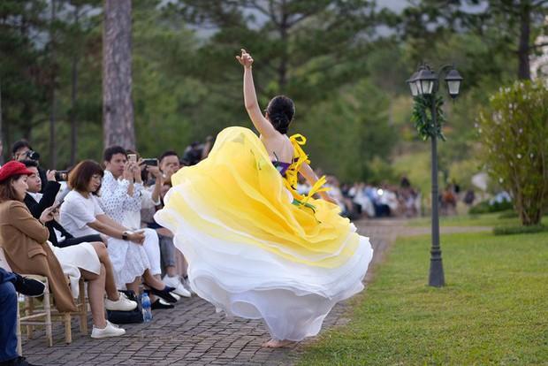 NTK khẳng định Nam Em tự ý cởi giày, đi chân trần và nhảy múa trong show diễn - Ảnh 3.
