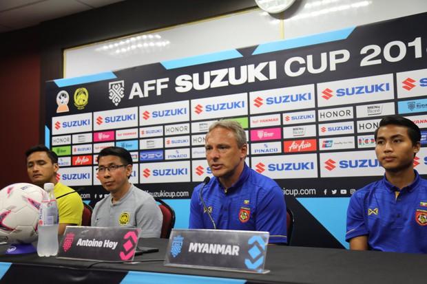 HLV mắng nhiếc ông Park Hang-seo thiếu chuyên nghiệp bị LĐBĐ Myanmar sa thải - Ảnh 1.