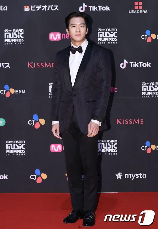 Thảm đỏ MAMA 2018 tại Nhật: Mỹ nhân kém nổi lấn át Lee Sung Kyung vì sexy bùng nổ, BTS, Park Bo Gum quá đẳng cấp - Ảnh 26.