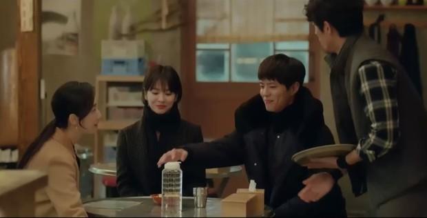 Thả thính dồn dập, cuối cùng Park Bo Gum cũng cưa được chị sếp Song Hye Kyo trong Encounter - Ảnh 4.