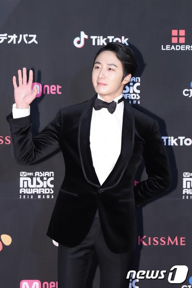 Thảm đỏ MAMA 2018 tại Nhật: Mỹ nhân kém nổi lấn át Lee Sung Kyung vì sexy bùng nổ, BTS, Park Bo Gum quá đẳng cấp - Ảnh 27.