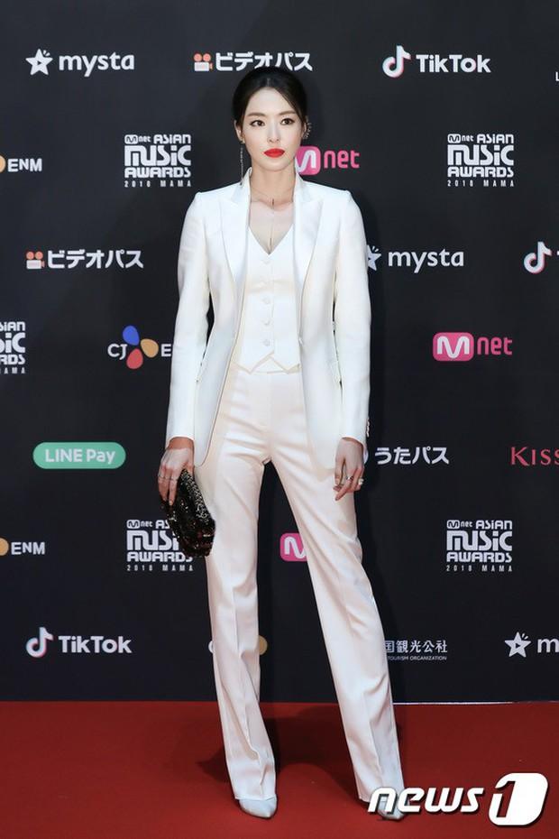 Thảm đỏ MAMA 2018 tại Nhật: Mỹ nhân kém nổi lấn át Lee Sung Kyung vì sexy bùng nổ, BTS, Park Bo Gum quá đẳng cấp - Ảnh 15.
